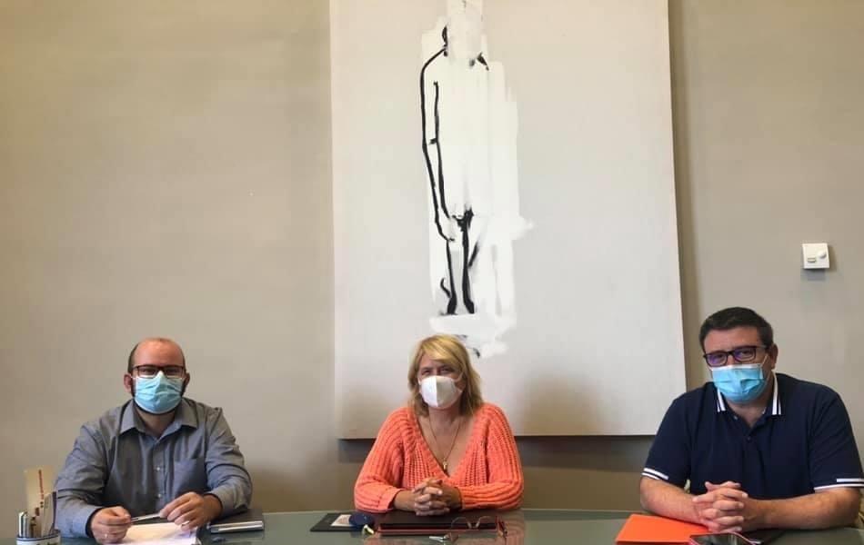 El Colegio de Veterinarios de Zaragoza y el Laboratorio de Genética Bioquímica (Lagenbio) de la Universidad de Zaragoza firman un acuerdo de colaboración con el Ayuntamiento de Cariñena para identificar perros mediante el ADN
